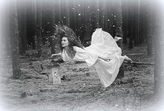 Femme-et-lanterne